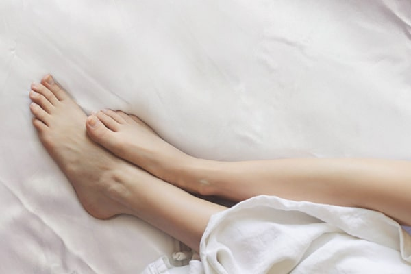 bare feet on Lessinly 30mm silk bedsheet